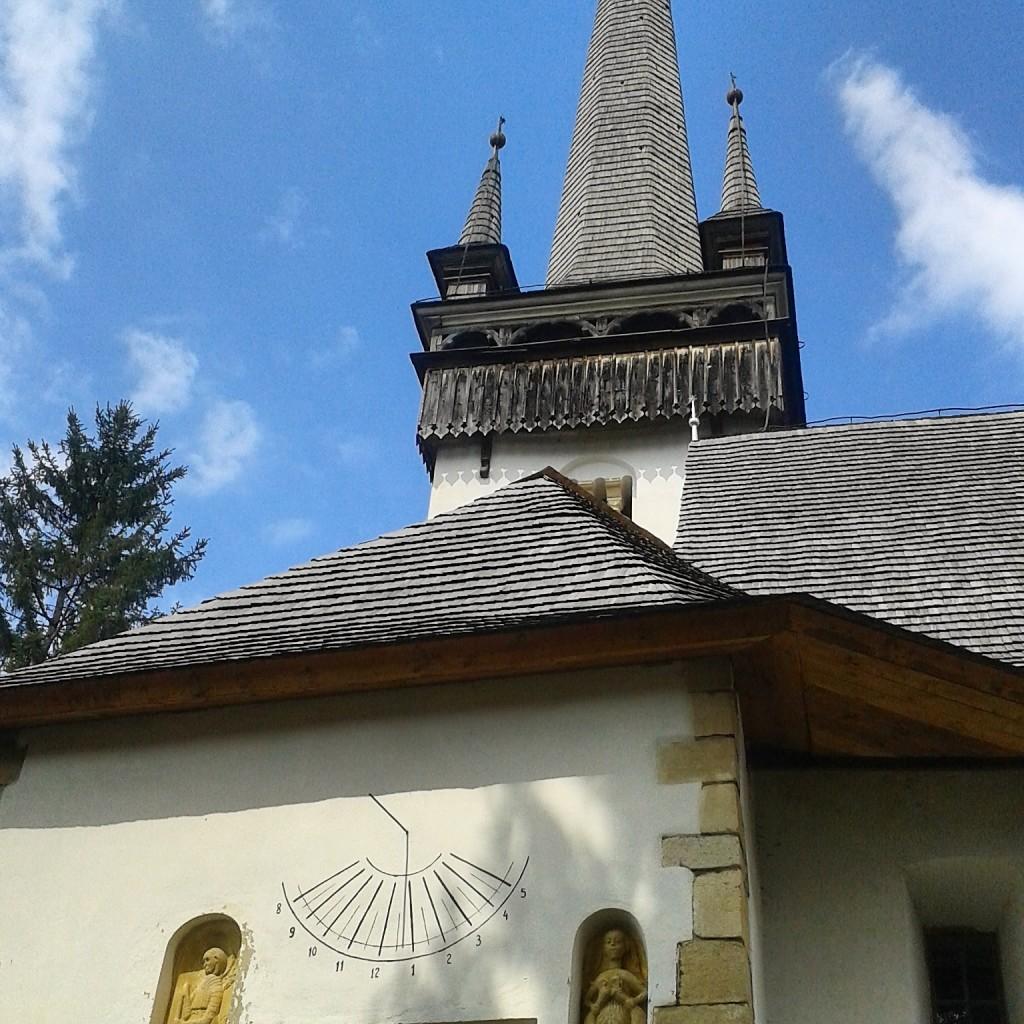 manastireni cluj biserica reformata calvina melusina fata pasare ceas solar