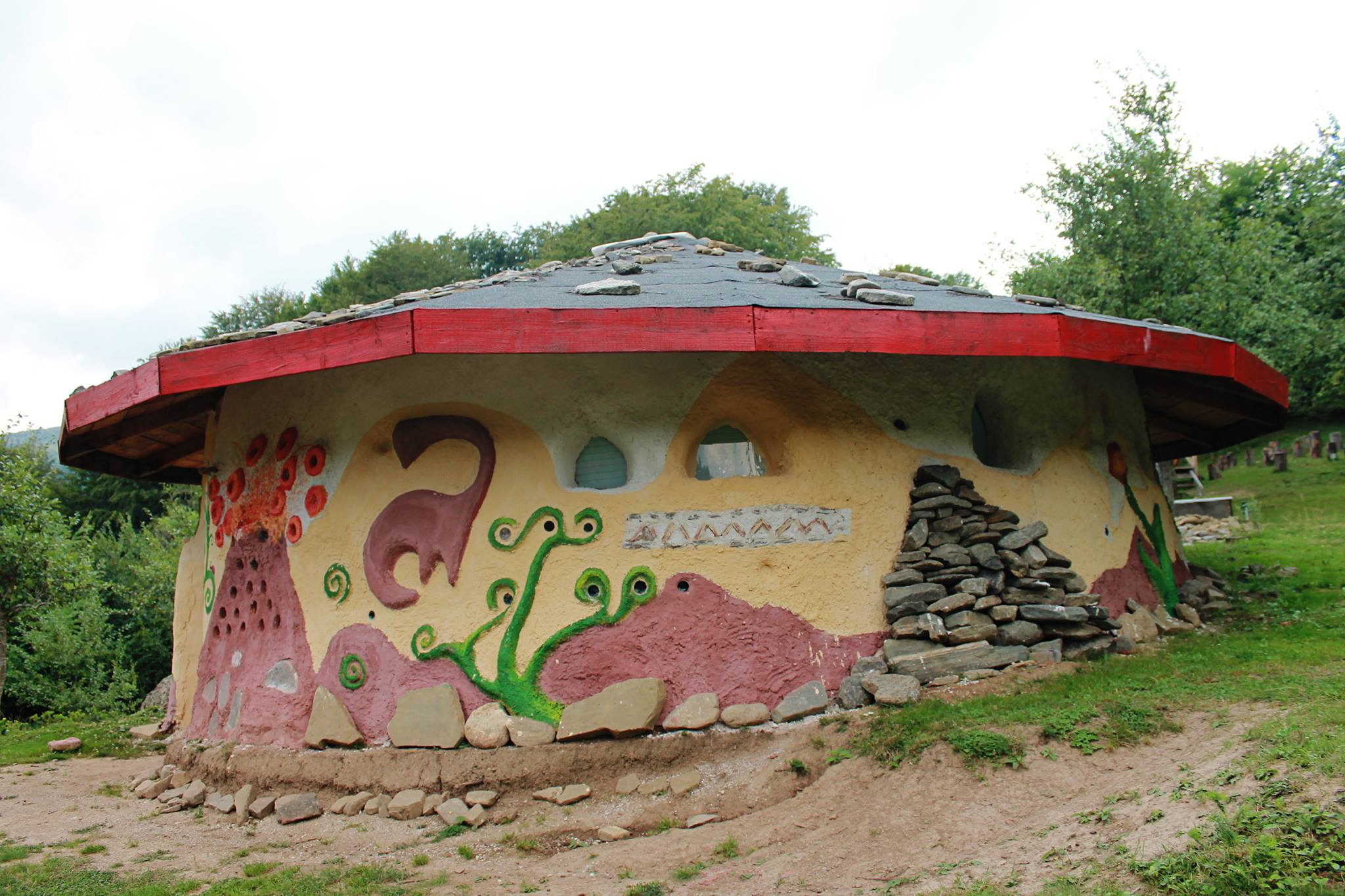 dinozauri-zimbri-si-o-biserica-ciudata-densus-23