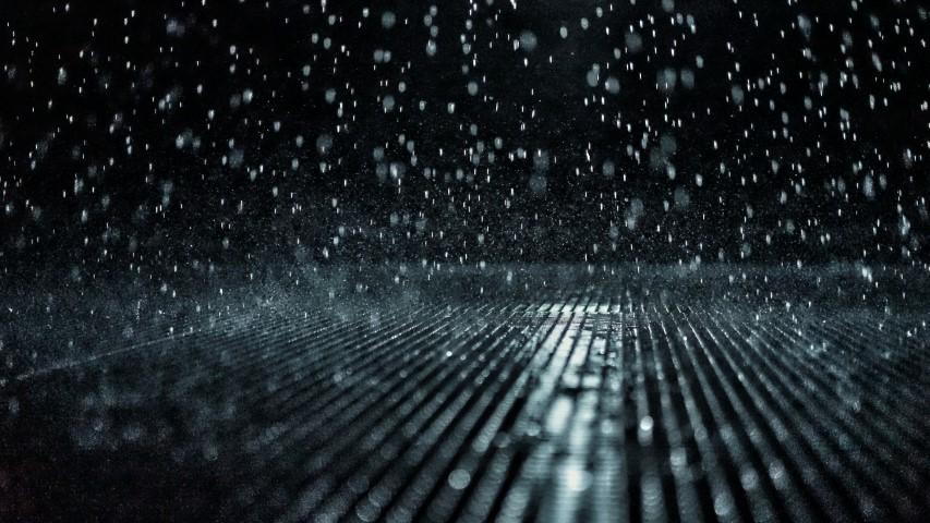 ploua noaptea